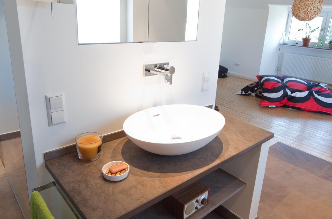 Hotelzimmer Mit Badewanne Hamburg : hotelzimmer mit badewanne im raum : Bild Whirlpool und Sauna in der ...
