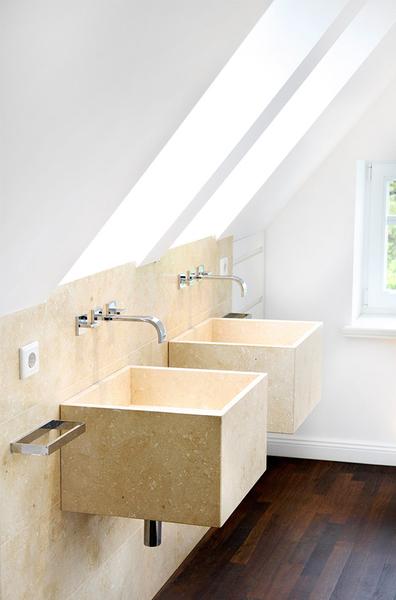 steinr cke fsb gmbh bad raum in perfektion kleines bad im dachgeschoss. Black Bedroom Furniture Sets. Home Design Ideas